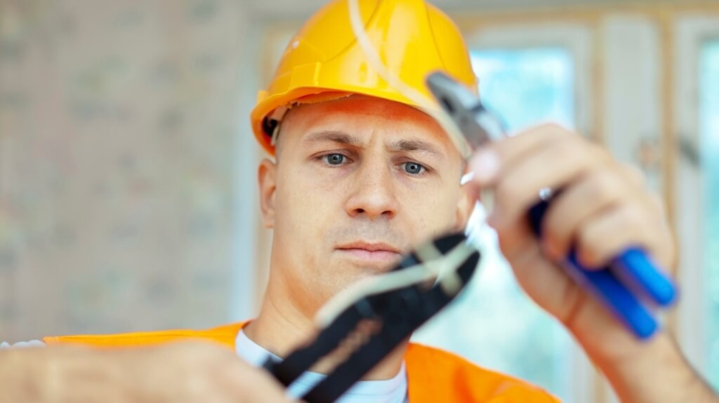 Social Media For Sparkies: How Tradespeople Can Spread The Word Online