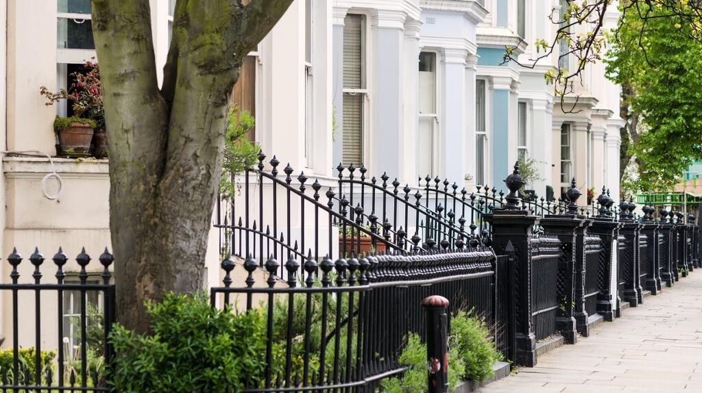 Airbnb Halts Bookings In UK Properties Due To Covid-19