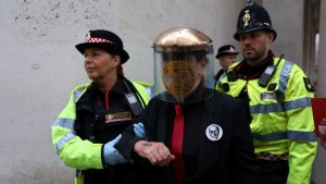 Police Remove Extinction Rebellion Activists From London Stock Exchange