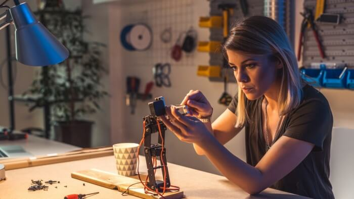 Is Now The Best Time To Start a Robotics Company?